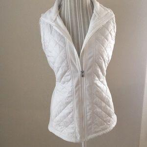 HOST PICK!!! Athleta Puffy Vest